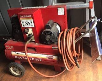 SCM electric air compressor - 3/4 hp, 3.1 SCFM @ 40 PSI.