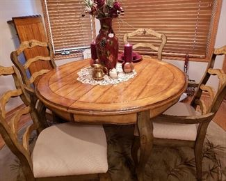 Beautiful French Country kitchen table, with leaf