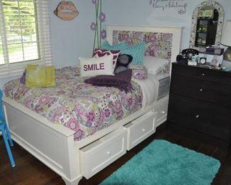 Fabulous teen girl room!!