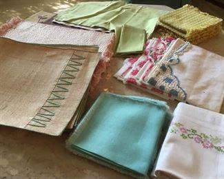 Miscellaneous Vintage Linens https://ctbids.com/#!/description/share/186653