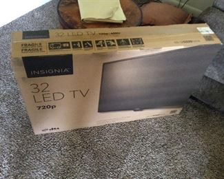 """BRAND NEW 32"""" LED TV"""