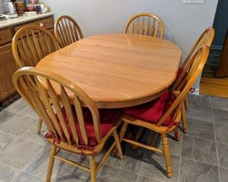 Dining room or kitchen table with 6 chairs, leaf