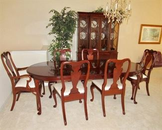 MAHOGANY QUEEN ANNE DINING ROOM SET