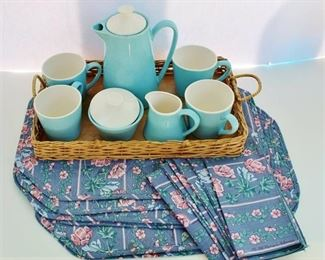 Blue tea set with placemats/napkins - Vintage