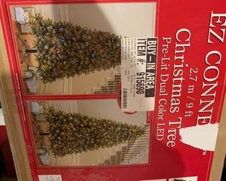 9 foot pre lit dual color LED Christmas Tree barely used!
