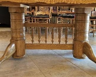 This is showing the beautiful bottom pedestal of the dining table.