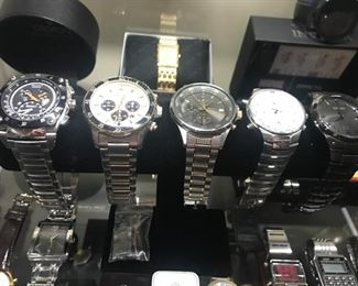 there are lots of working, clean, mostly unworn or new watches