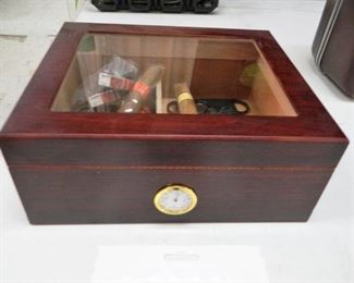 Nice cigar humidor box and accessories