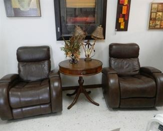 Two great theatre recliners and vintage table