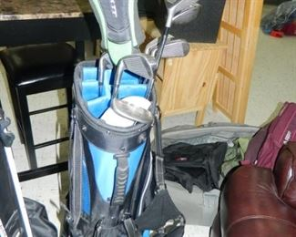 Additional set of golf clubs & bag