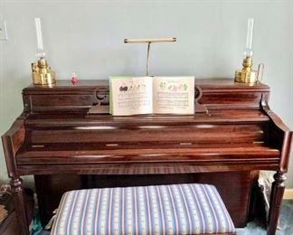 Beautiful chickening upright piano excellent