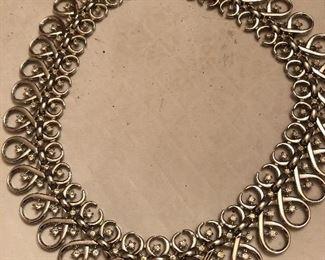 Gorgeous Trifari crown mark necklace