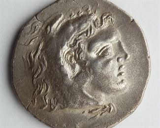Mithradates VI of Pontus tetradrachm, Odessus mint, Thrace, c. 85-70 BCE. Obverse shows Pontus VI in profile wearing the Heraclesian lion skin. Reverse shows a seated Zeus with Greek lettering. SKU: 01349 Follow us on Instagram: @revereauctions