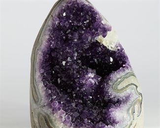 Amethyst geode with a cavity fully lined with bright violet crystals. SKU: 01305 Follow us on Instagram: @revereauctions