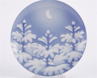 Bing and Grondahl, Denmark. Blue and white porcelain Christmas Eve (Jule Aften) plate for 1896. SKU: 01351 Follow us on Instagram: @revereauctions