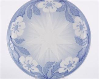 Bing and Grondahl, Denmark. Blue and white porcelain Christmas Eve (Jule Aften) plate for 1898.  SKU: 01353 Follow us on Instagram: @revereauctions