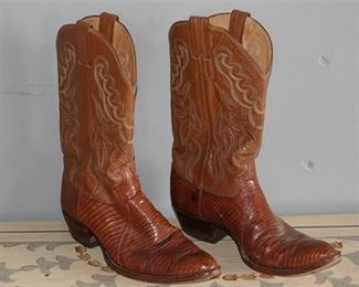 11. Pair of Mens Justin Cowboy Boots