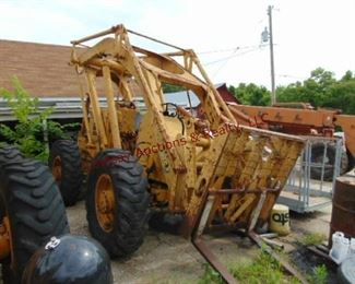 Pettibone mod 6 Ser# 6-773 1820. hrs Interntl gas motor, 6000 lb, 24' reach, (Does Not Run - sitting for several years - around 7) Rear tires need air