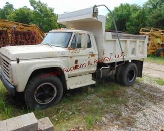 1978 Ford F600 SA Dump Vin# F61DV8C0919 4/2 spd, 330 V8, Runs/Drives