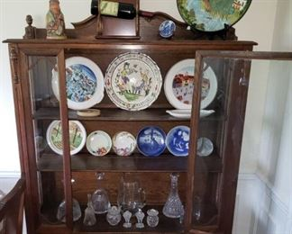 1 Cabinet Plates Canisters