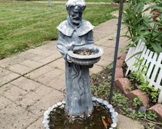 Outdoor bird bath