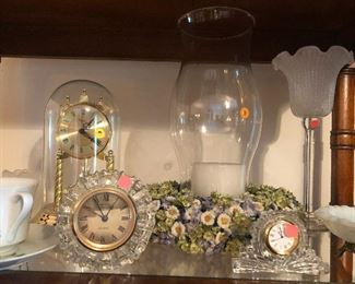 "Clocks to keep you prompt for meeting old flames ""Affair to Remember"" style"