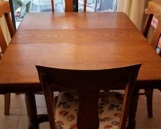 Antique Oak Dining room table.  6 chairs and 2 leaves