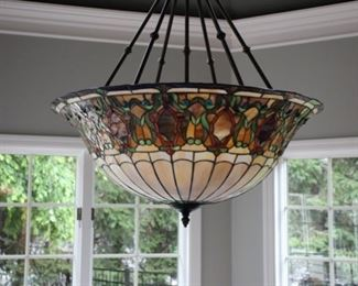 Beautiful hanging Tiffany style light fixture