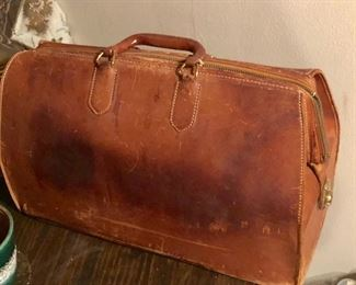 Vintage leather doctors bag, great condition