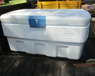 Rubbermade fish cooler 105 qts 2 ltrs stand up