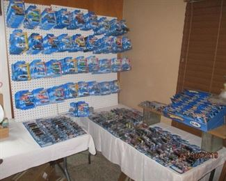 HOT WHEELS CORNER 2005-10 $2 each over 400