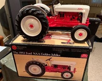 Ertl - The Precision Series the 1953 Ford NAA Golden Jubilee