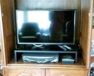 "Light Oak Home Entertainment Unit w/ Side Shelves  32"" RCA  Flat Screen TV VHS- DVD Player"