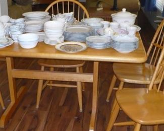 NICE KITCHEN SET WITH 5 CHAIRS
