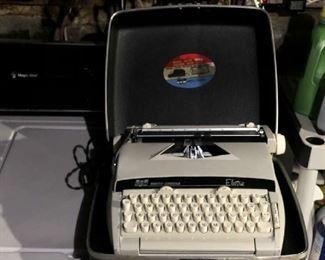 NEAR MINT MID CENTURY MODERN  TYPEWRITER WITH CASE