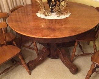 Beautiful Antique Round Table