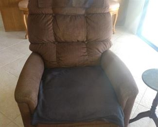 PERFECT condition power lift reclining chair!