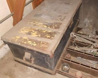 Neat old chest, with double stacks inside.