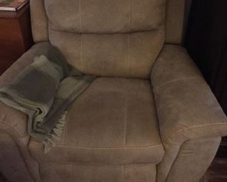 Fully automatic, oversize recliner
