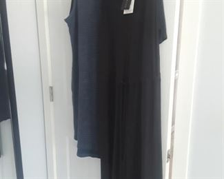 Ladies clothing size med nwt.