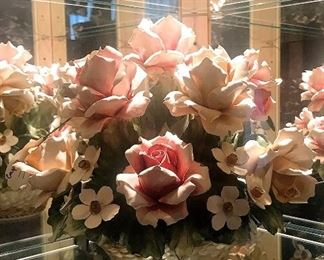 Large Capodimonte rose arrangement