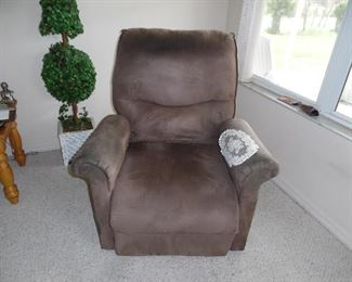Electric Recliner, Micro Fiber, in good condition