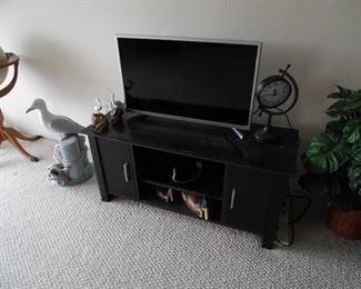 "TV cabinet, 32"" TV"