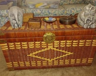 Wicker Chest + Figurines, Knic Knacks
