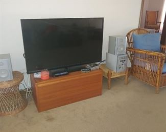 Flat Screen TV, Wicker/Rattan Chair, Wood Chest, Wicker Tables