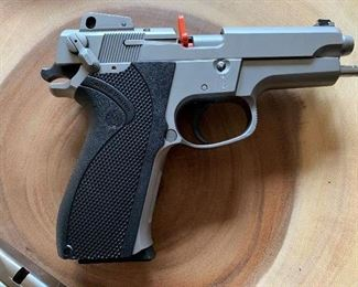 Smith and Wesson 9mm Model 5906