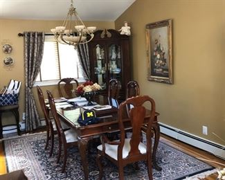 Queen Ann Dining room set with 6 chairs & corner cabinet
