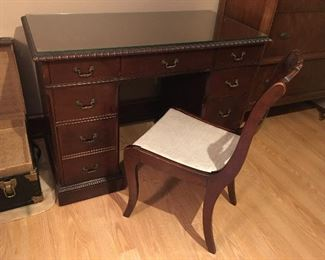 Desk w/chair