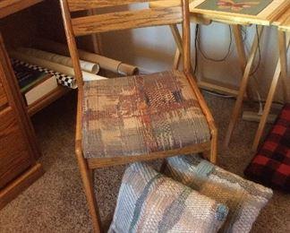 Side chair, pillows