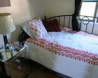 Daybed with all coverings and mattress. Nice!